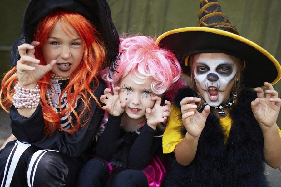 Дети празднуют Halloween