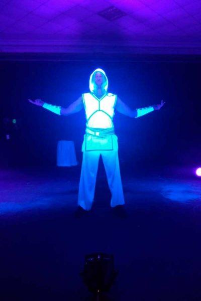 Светодиодные костюмы в Хаиле фото 4