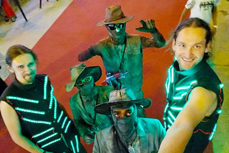 Светодиодные костюмы в Хаиле фото 1
