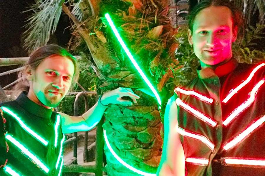 Светодиодные костюмы в Хаиле фото 2