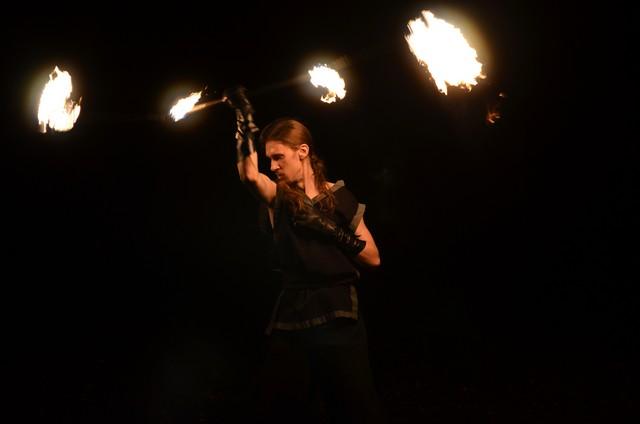 Огненный стафф с кометами фото